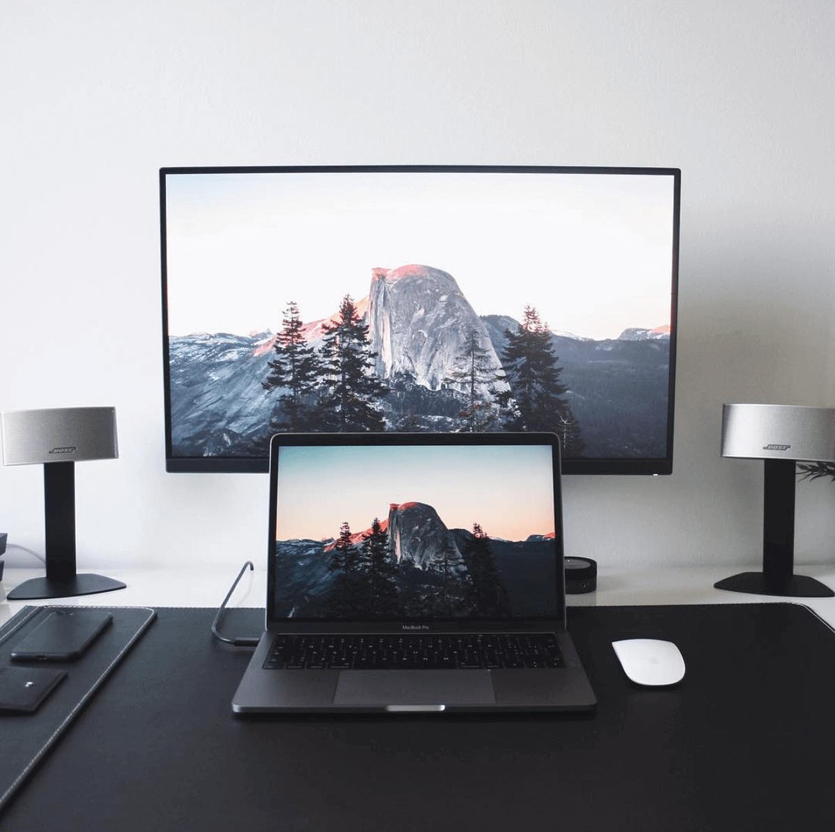 Gabriele Design Minimal Desk Space