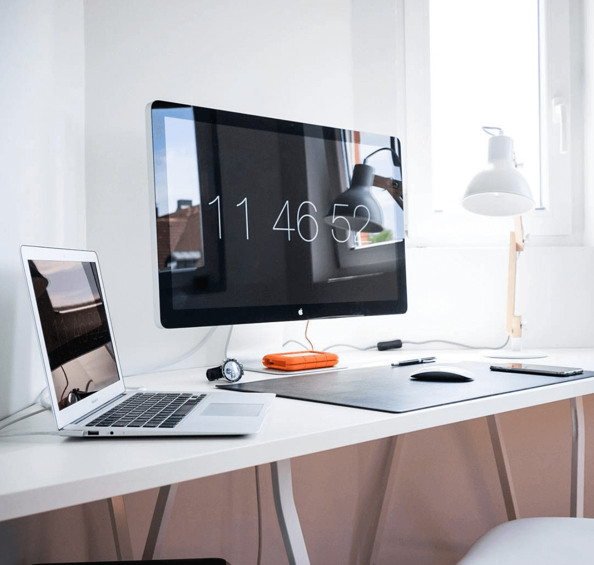 - 9 Best Minimalist Desk Setups For Your Workspace Gridfiti