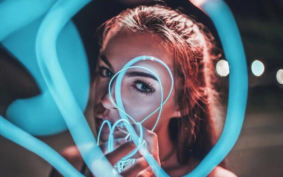 neon light wire portraits