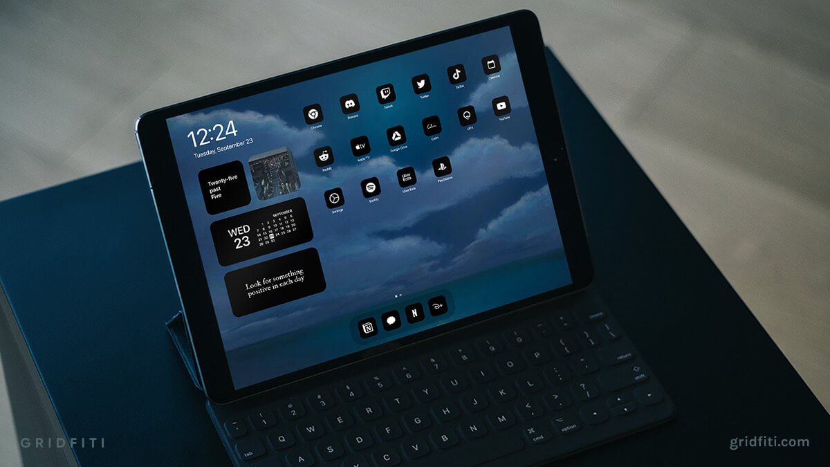 Minimalist Black & White iPad Home Screen